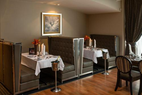 A restaurant or other place to eat at Wessex Hotel
