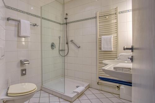 A bathroom at Hotel Kischers Landhaus
