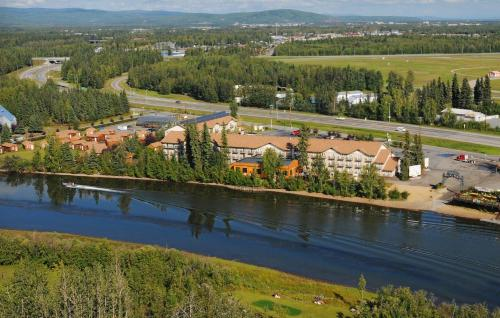 A bird's-eye view of Pike's Waterfront Lodge