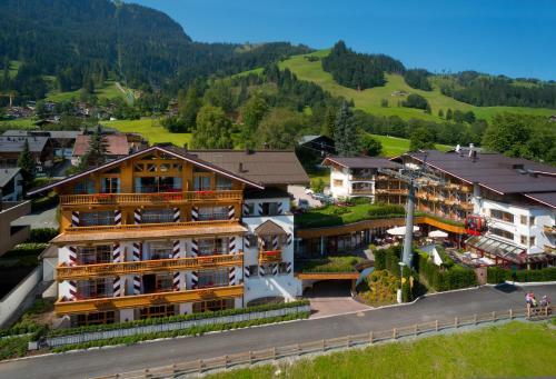 A bird's-eye view of Hotel Kaiserhof Kitzbühel, 4 Sterne Superior