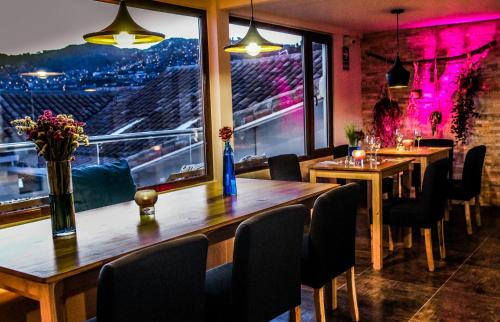 A restaurant or other place to eat at Tariq Hotel Boutique
