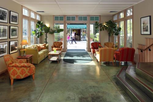 The lobby or reception area at Southbridge Napa Valley