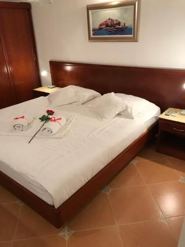 A bed or beds in a room at The Franeta Apartments Lux