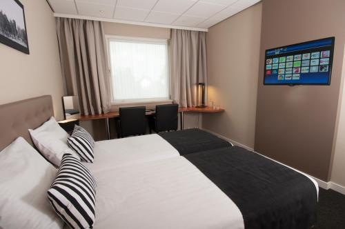 Een bed of bedden in een kamer bij Hotel De Zoete Inval Haarlemmerliede