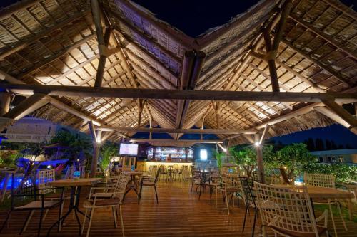Un restaurante o sitio para comer en Villa Gereoudis