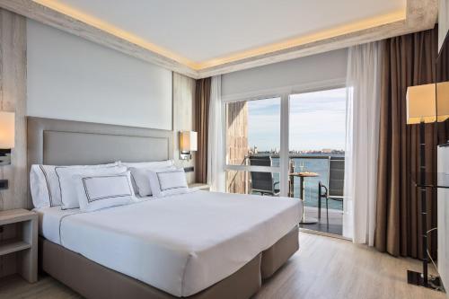 Cama o camas de una habitación en Melia Alicante