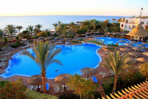 Uitzicht op het zwembad bij Royal Grand Sharm Resort of in de buurt