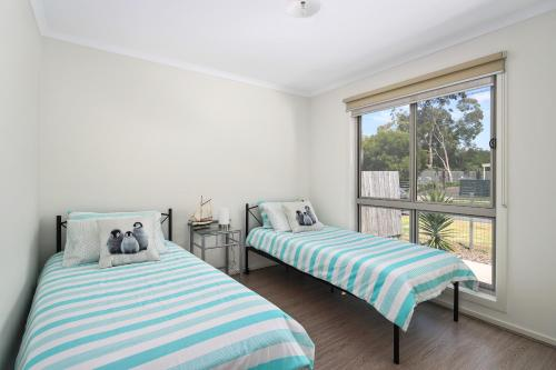 A bed or beds in a room at Phillip Island Luxurious Retreat