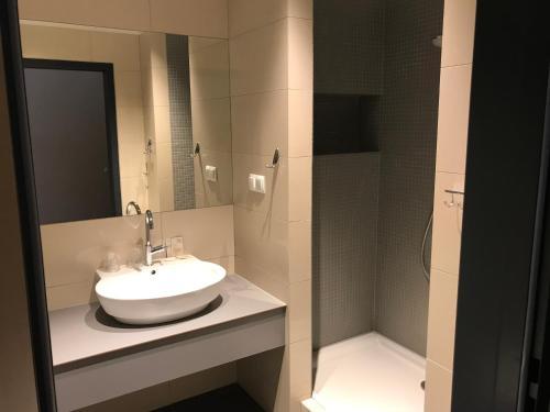 A bathroom at Hotel Meeting