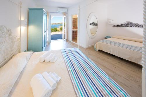 A bed or beds in a room at Grand Hotel Palau