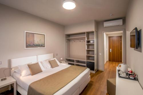 A bed or beds in a room at Green Park Madama