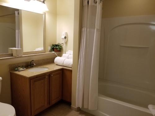 A bathroom at Blue Heron Beach Resort