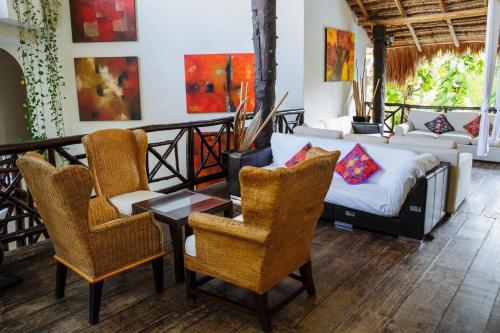 Een zitgedeelte bij Hotel Riviera Del Sol