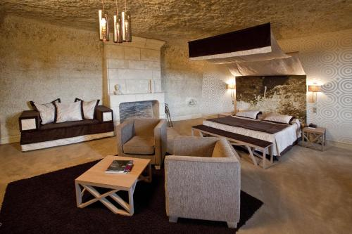 A seating area at Hotel Les Hautes Roches