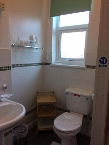 A bathroom at Cornerbrook Guest House
