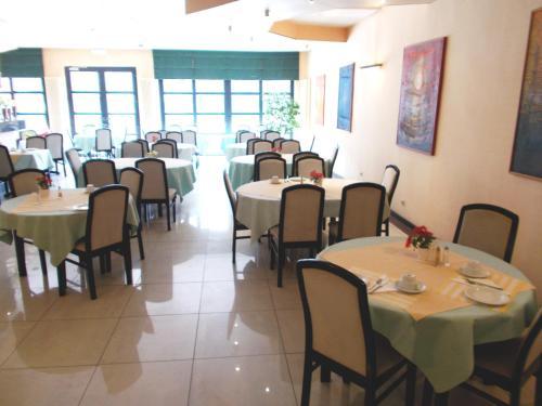 Een restaurant of ander eetgelegenheid bij Eurohotel