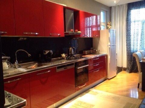 A cozinha ou cozinha compacta de Nizami Street 22