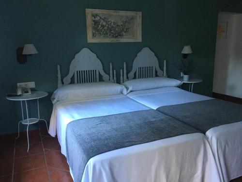 A bed or beds in a room at Mesón de Sancho