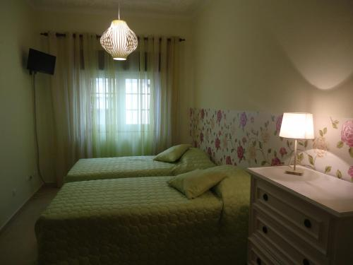 A bed or beds in a room at Quarto