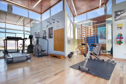 The fitness center and/or fitness facilities at Hotel Lancelot