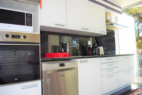 A kitchen or kitchenette at Midtown Apartment