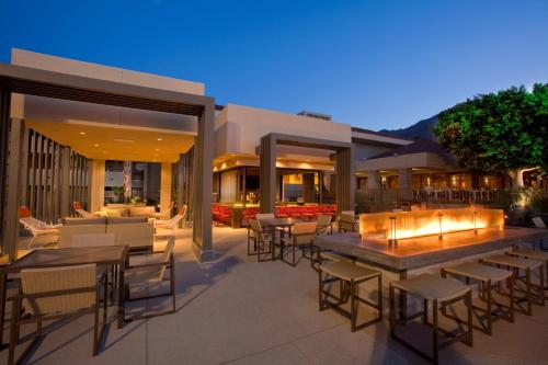 A restaurant or other place to eat at Hilton Palm Springs