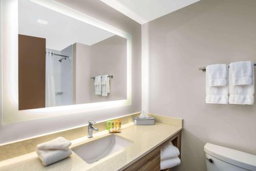 A bathroom at Wyndham Garden Ft Lauderdale Airport & Cruise Port