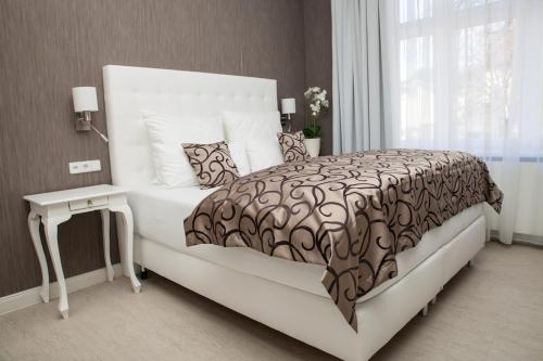 Ein Bett oder Betten in einem Zimmer der Unterkunft Haus Hotel & Pension Villa Laluna