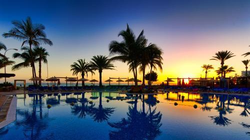 Het zwembad bij of vlak bij BULL Dorado Beach & SPA
