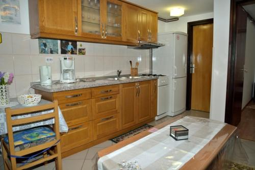 A kitchen or kitchenette at Guest House Ljubo & Ana