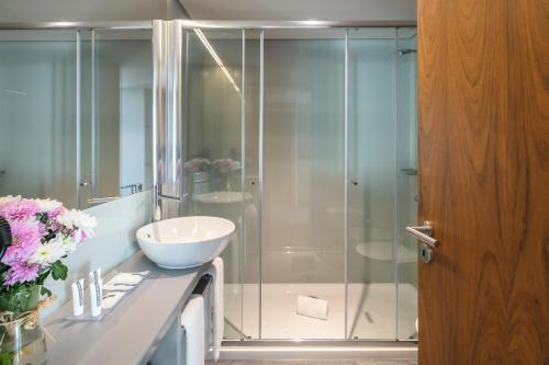 A bathroom at Porto City House