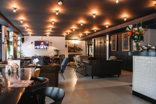 A restaurant or other place to eat at Logement 3B