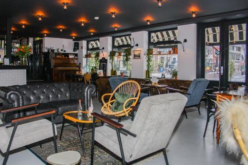 The lounge or bar area at Logement 3B