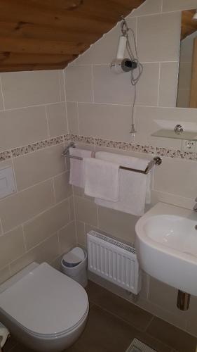 Vonios kambarys apgyvendinimo įstaigoje Home B&B