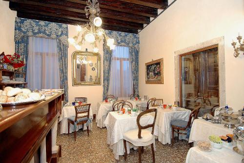 A restaurant or other place to eat at Palazzo Odoni