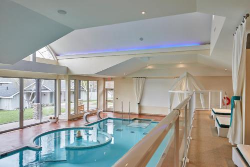 The swimming pool at or near Sir Sam's Inn & Spa
