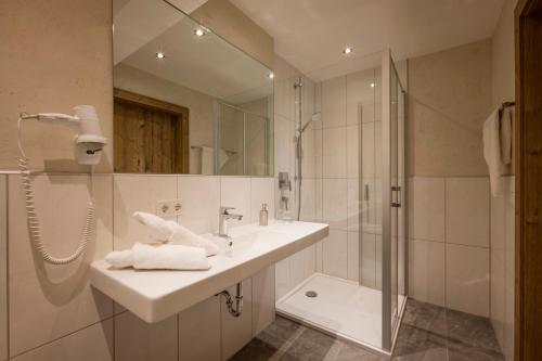 A bathroom at Das Rotspitz