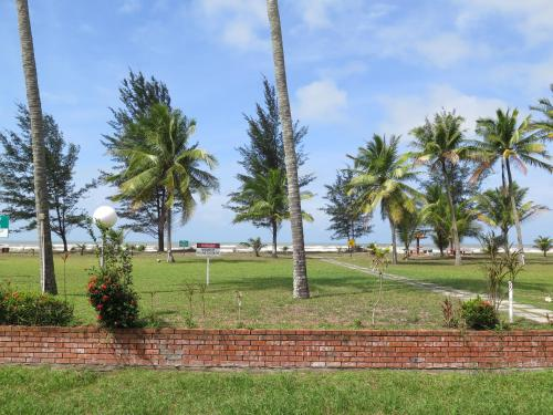 A garden outside Sea View Resort Hotel & Apartments