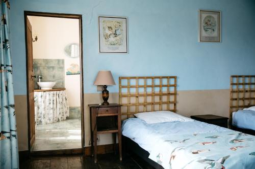 Un ou plusieurs lits dans un hébergement de l'établissement La Vieille Foulonnière : Chambres d'hôtes & Permaculture