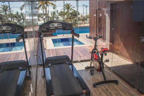 The fitness centre and/or fitness facilities at Pajuçara Praia Hotel