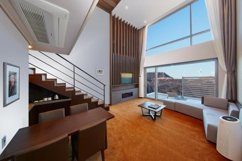 A seating area at Pyeongchang Ramada Hotel & Suite by Wyndham
