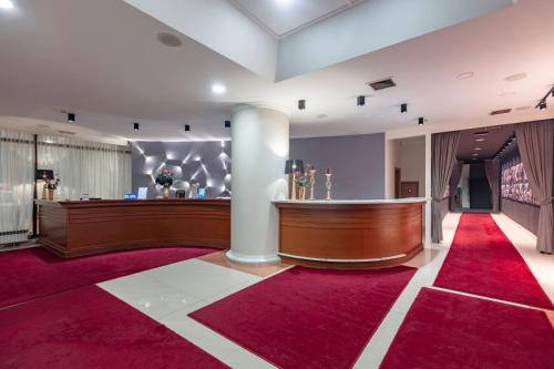 The lobby or reception area at Hotel Epinal