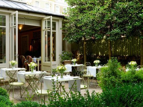 Een restaurant of ander eetgelegenheid bij Number Sixteen, Firmdale Hotels