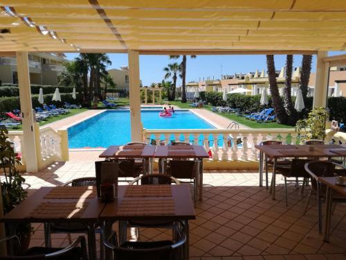 The swimming pool at or near Villas Barrocal