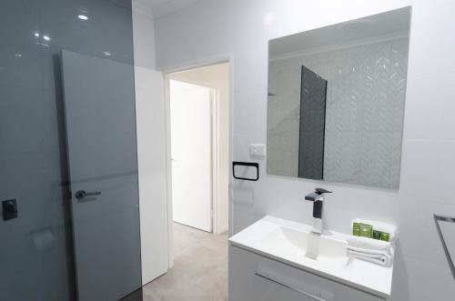 A bathroom at TiTree Village Holiday Apartments