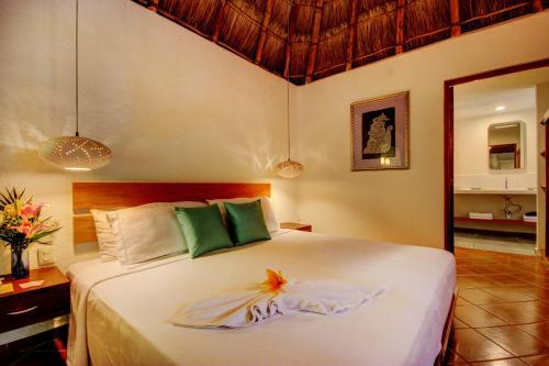 Кровать или кровати в номере Riviera Maya Suites