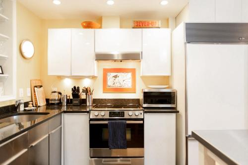 A kitchen or kitchenette at Penthouse with Private Roofdeck
