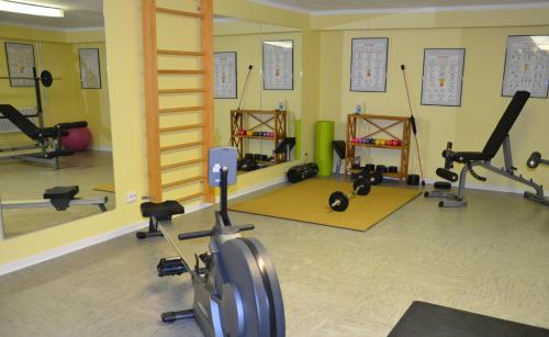 Het fitnesscentrum en/of fitnessfaciliteiten van Flair Hotel am Rosenhügel