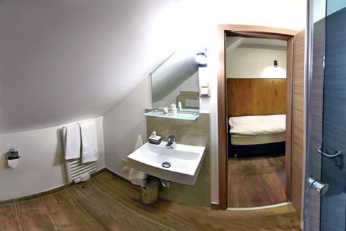 Ein Badezimmer in der Unterkunft Hotel Am Markt