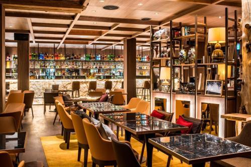 A restaurant or other place to eat at Hotel Schweizerhof Zermatt